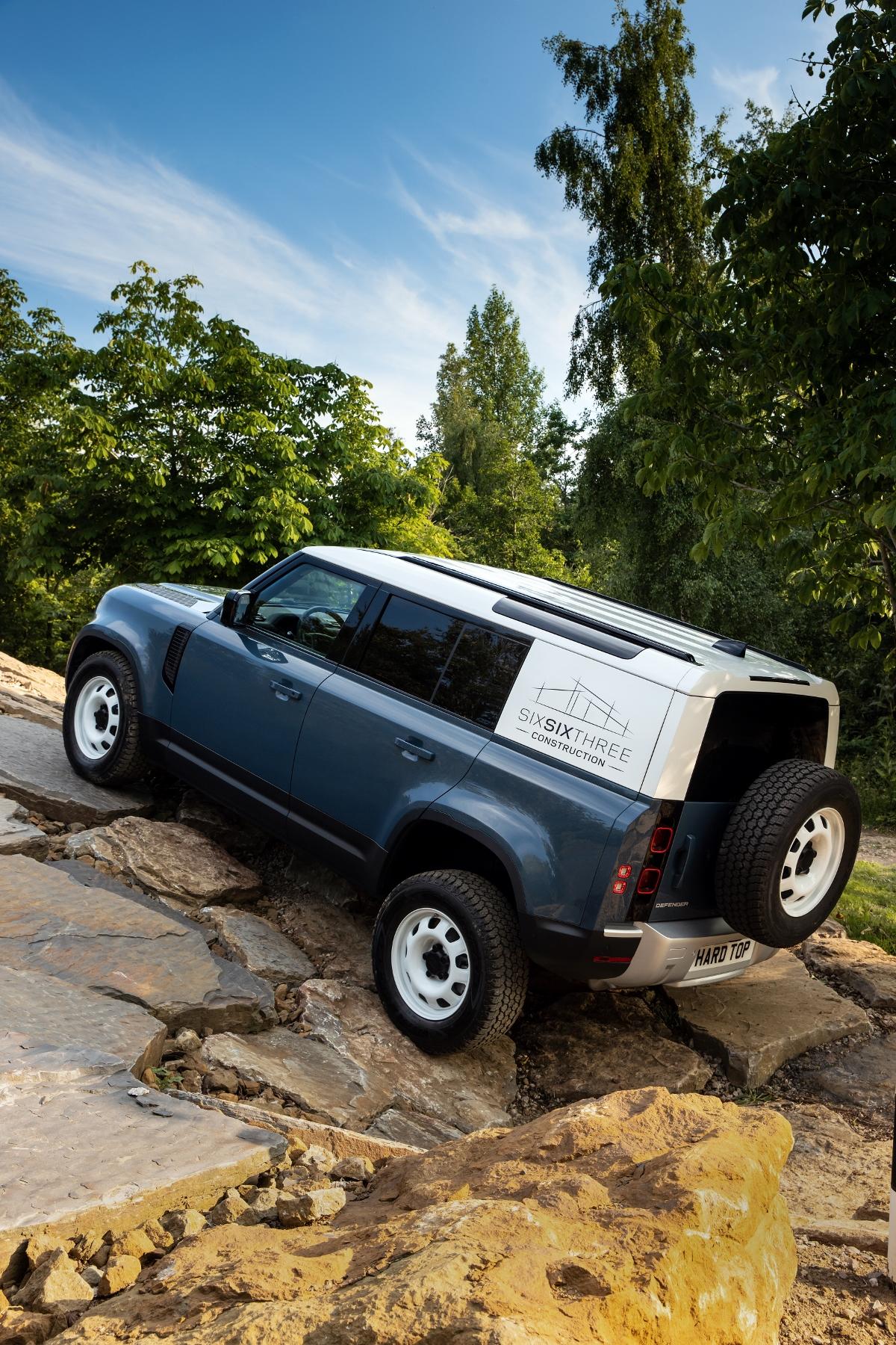 Nový Land Rover Defender prichádza v úžitkovej verzii Hard Top E3LvBLhRRR 12lrdefhardtop30062008-120
