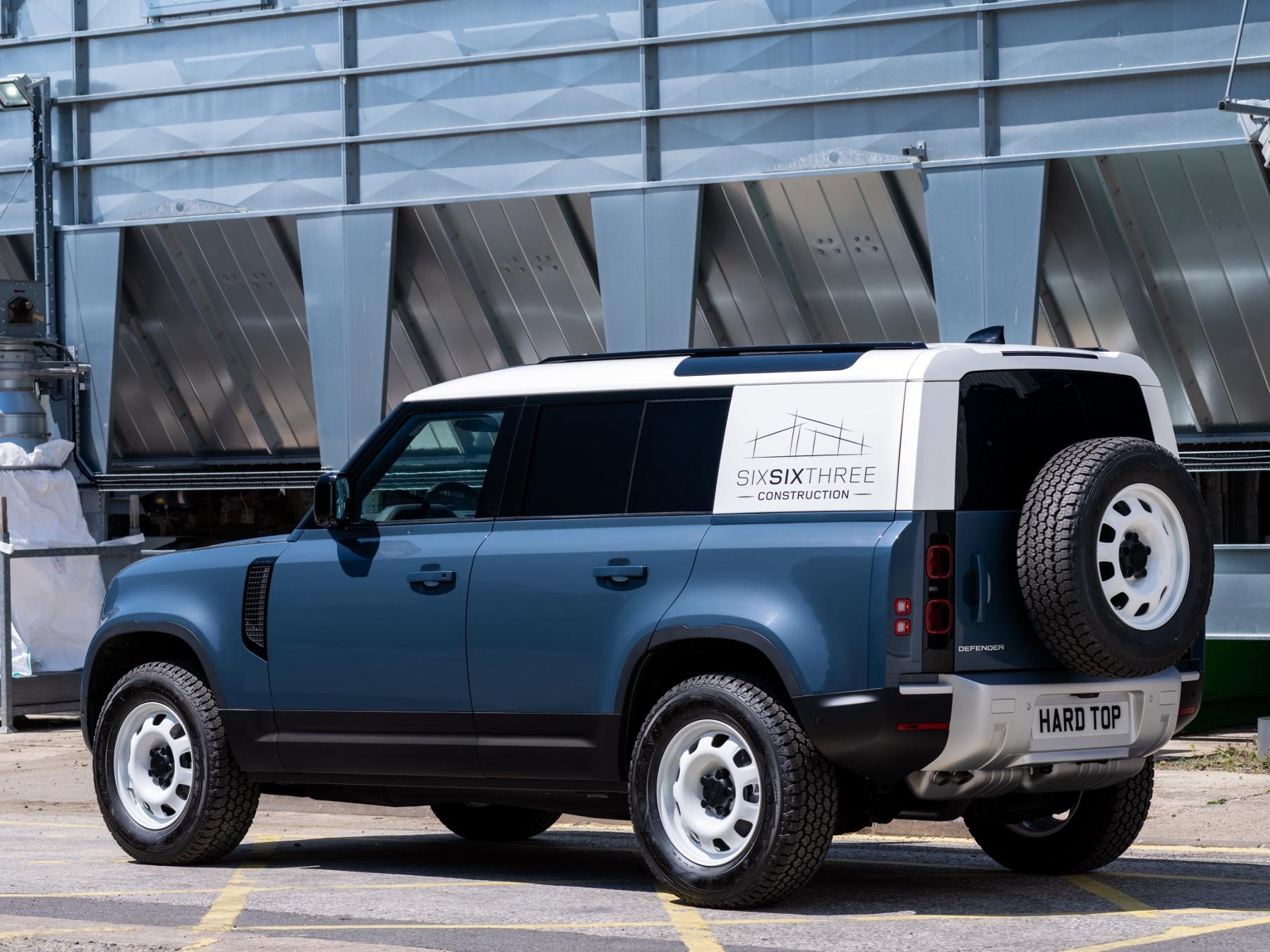 Nový Land Rover Defender prichádza v úžitkovej verzii Hard Top fxWhCvJ1oP 9lrdefhardtop30062004-1800
