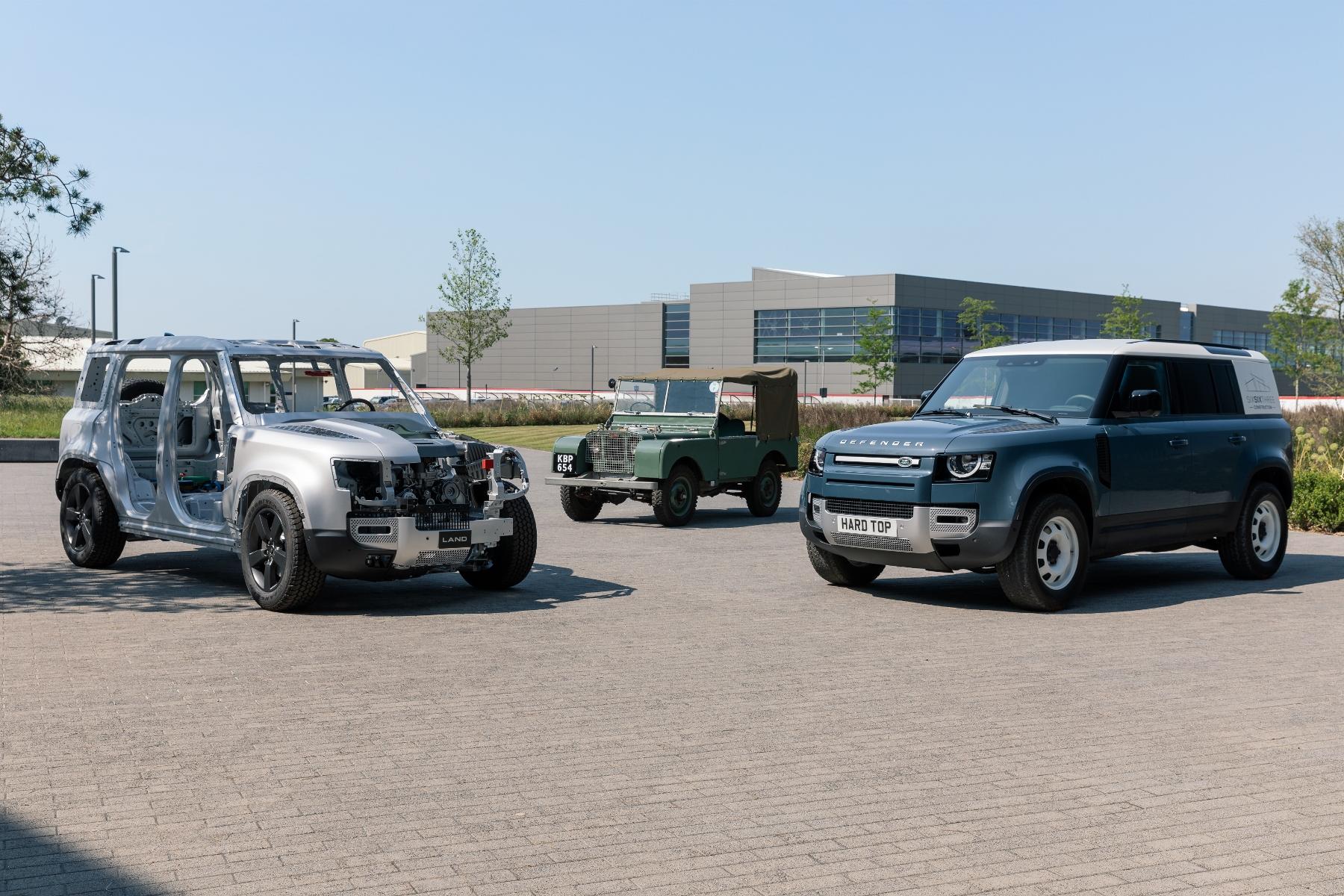 Nový Land Rover Defender prichádza v úžitkovej verzii Hard Top IIJY3pEluw 14lrdefhardtopnickrogers30
