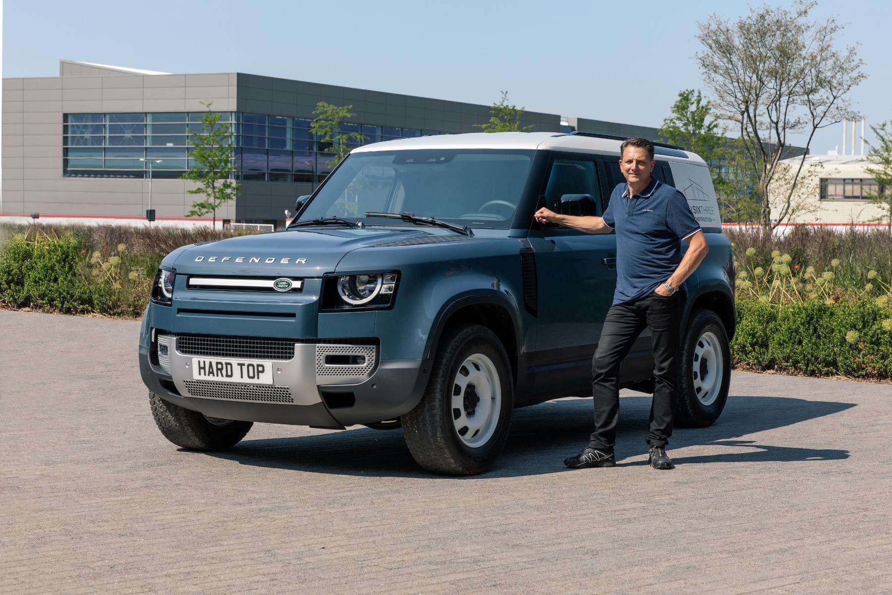 Nový Land Rover Defender prichádza v úžitkovej verzii Hard Top m7G5vkoaBt 4lrdefhardtopnickrogers300