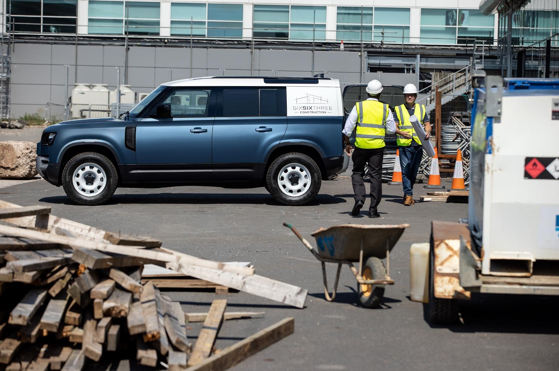 Nový Land Rover Defender prichádza v úžitkovej verzii Hard Top sFSELbigce 11lrdefhardtop30062002-180