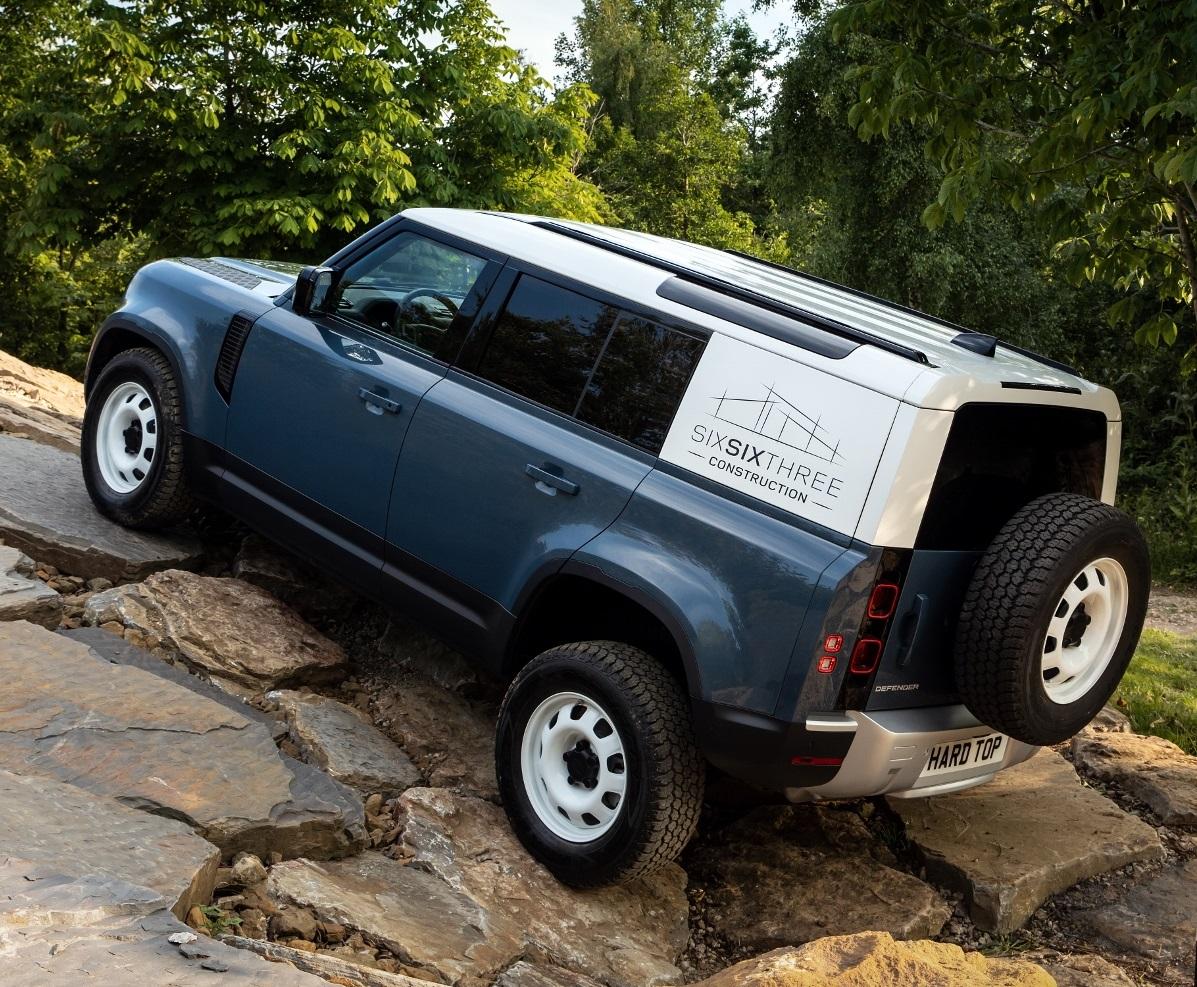 Nový Land Rover Defender prichádza v úžitkovej verzii Hard Top