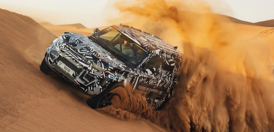 Nový Land Rover sa ukazuje na fotkách v púšti