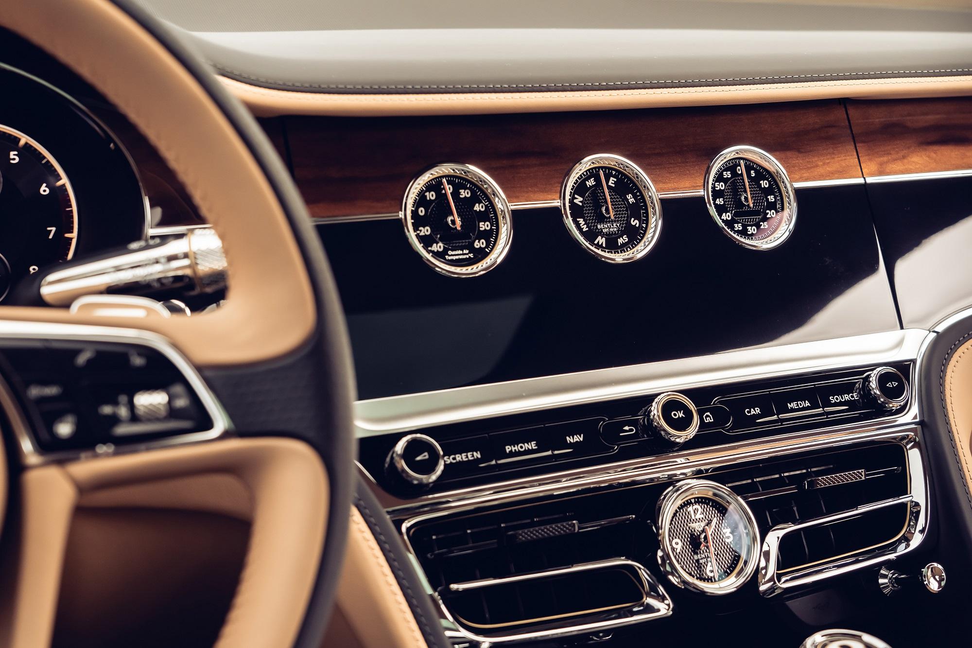 Otočný panel v Bentley je kus efektnej a precíznej techniky 1OMwszzgxR bentleyrotatingdisplay-4
