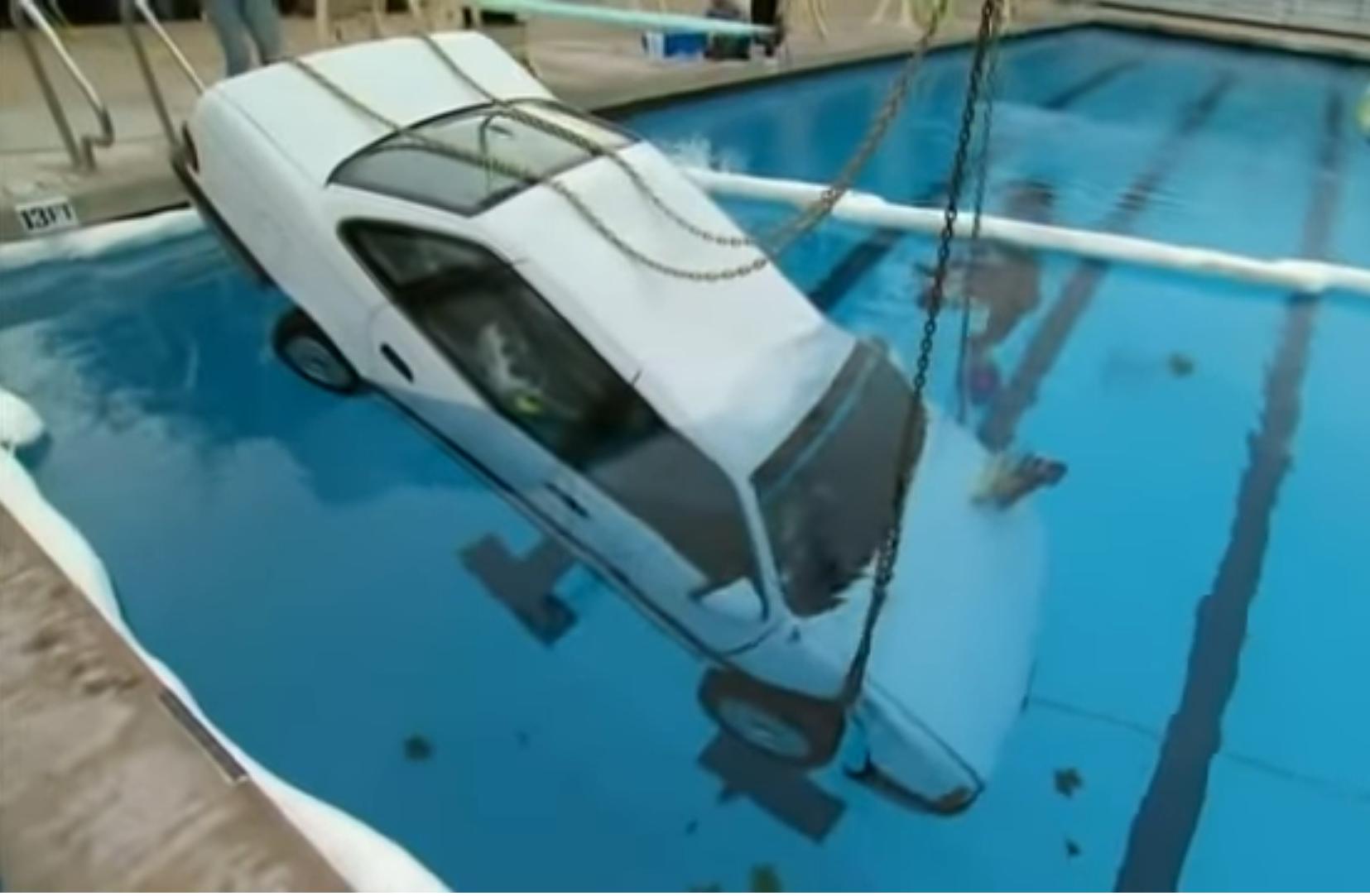 Pád s autom do vody – ako postupovať v takejto situácii?