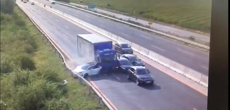 Polícia zverejnila video z reťazovej nehody na D1