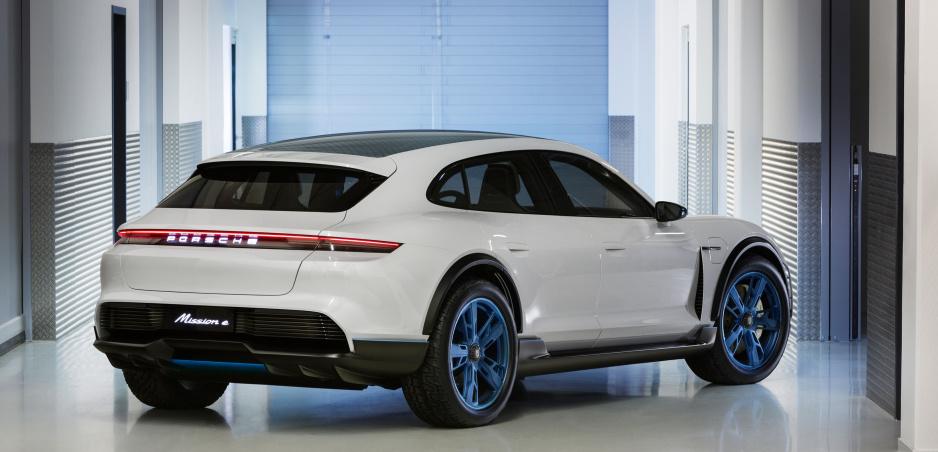 Porsche Mission E Cross Turismo ukazuje elektrickú budúcnosť