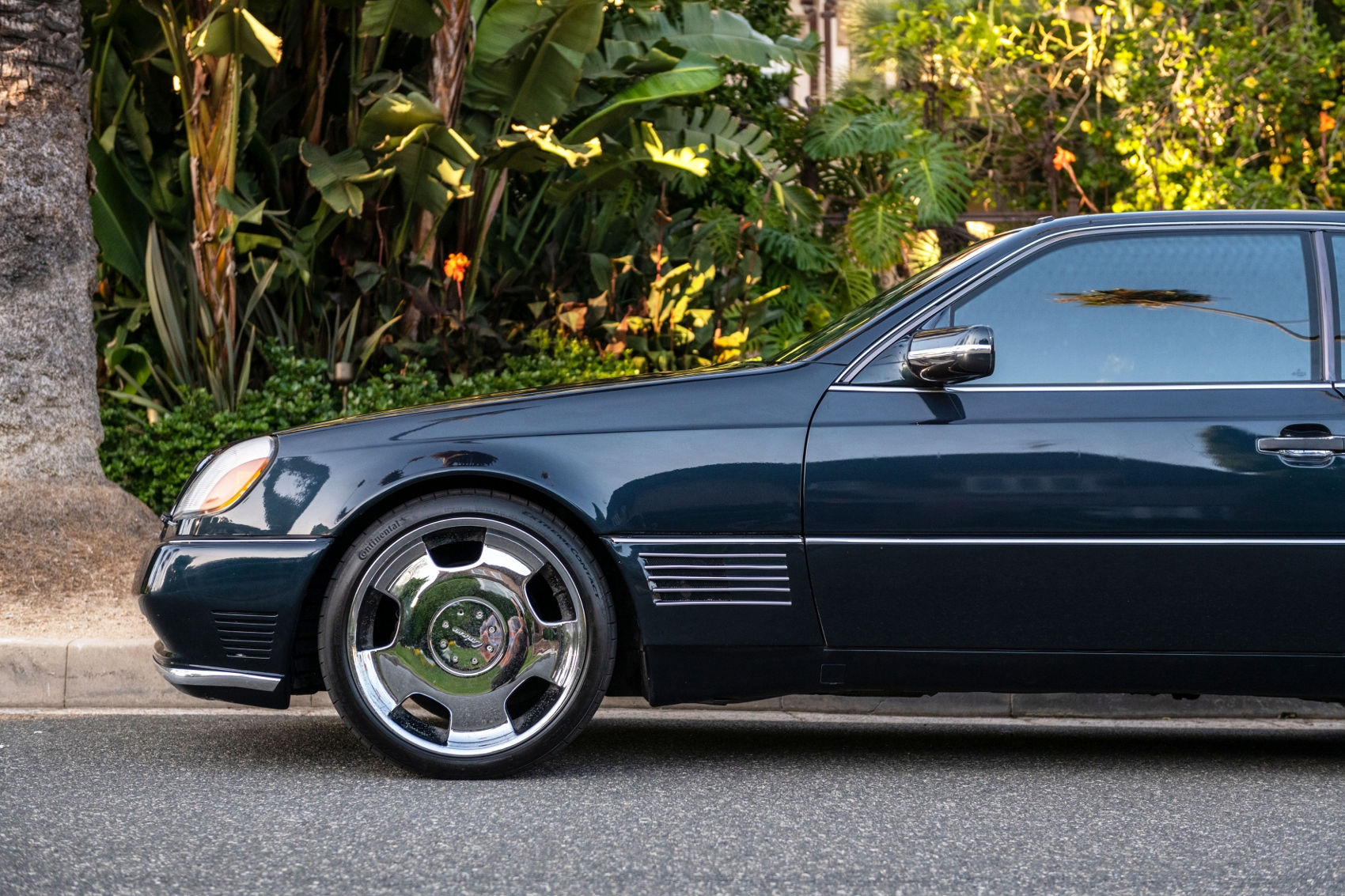 Pozrite si Mercedes S600 Michaela Jordana z roku 1996 6Yrc1nuAaD lorinsercl600ex-jordansidedetailfro
