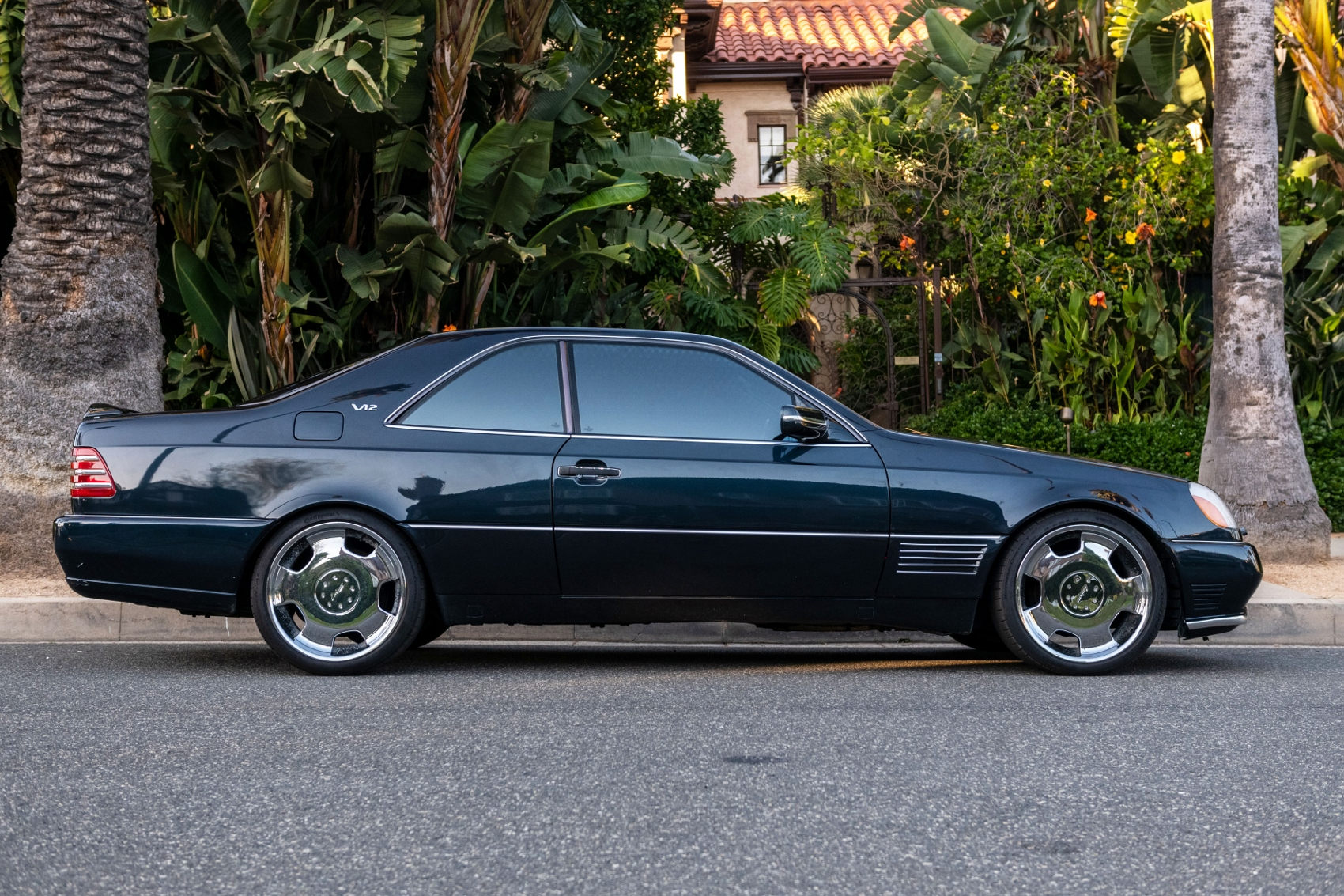 Pozrite si Mercedes S600 Michaela Jordana z roku 1996 hRcyXtlZ6N lorinsercl600ex-jordanside1sbeverly