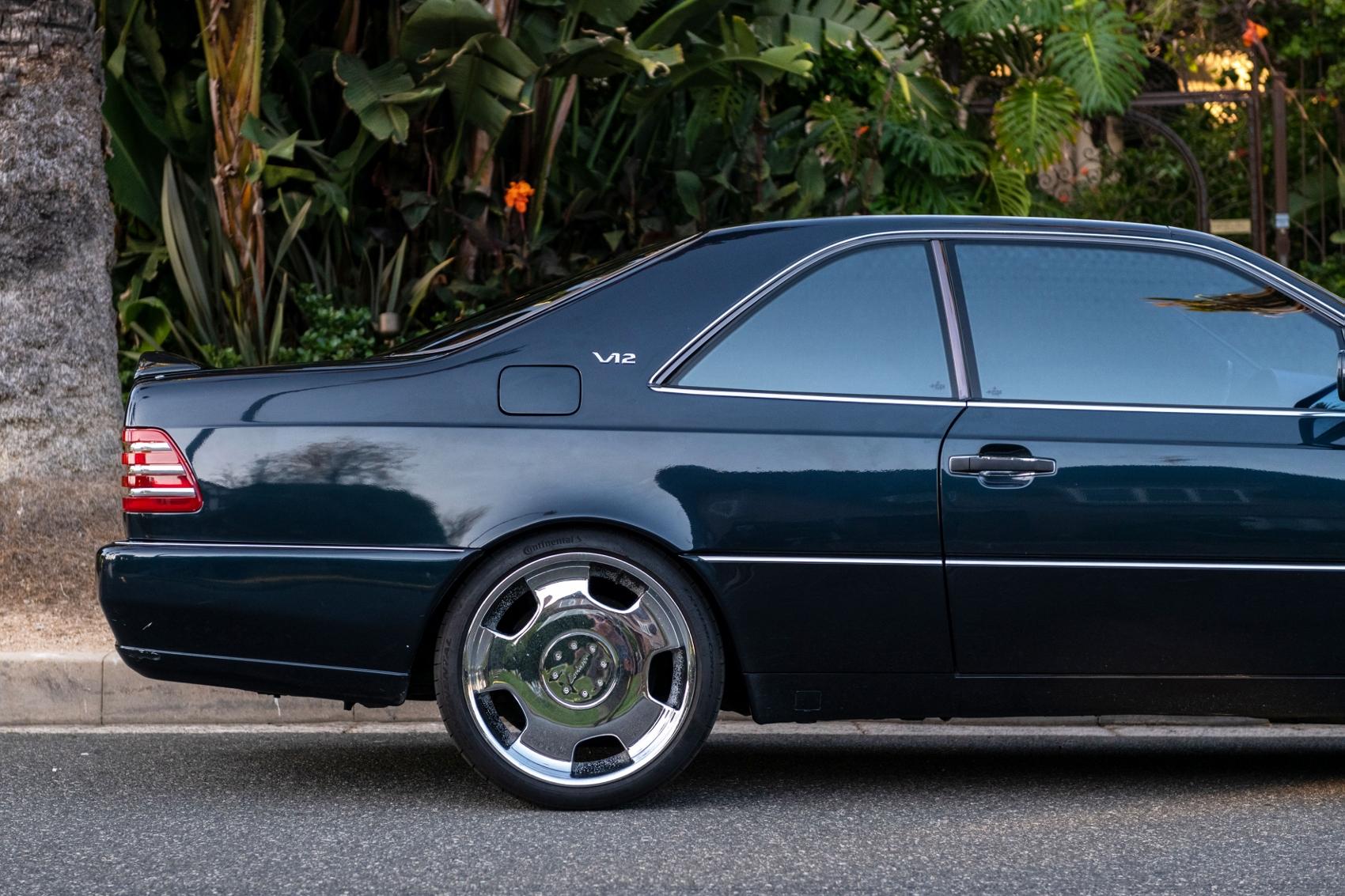 Pozrite si Mercedes S600 Michaela Jordana z roku 1996 IGMspXqr7X lorinsercl600ex-jordansidedetailrea