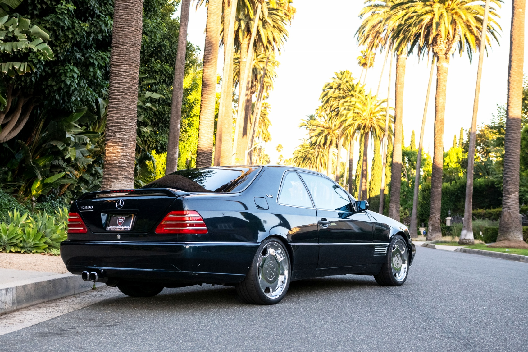 Pozrite si Mercedes S600 Michaela Jordana z roku 1996 Y9JX3Fm8pG lorinsercl600ex-jordanreardiagonall