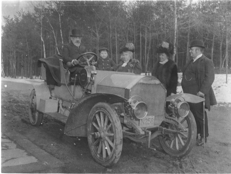 Prvý benzín elektrický hybrid Škody má už 125 rokov