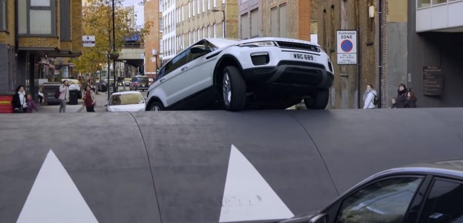 Range Rover Evoque zvládol prejazd najväčšieho retardéra
