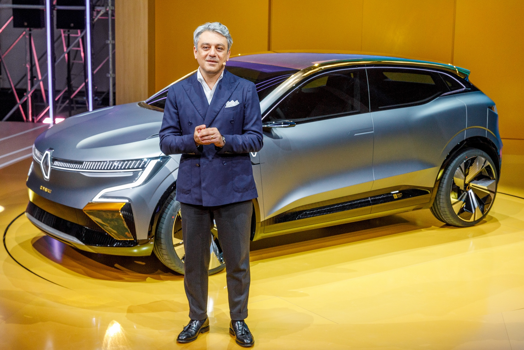 Renault ukázal elektrický koncept Megane. Na tradičný Megane sa nepodobá pJjTjKdvF2 2020-renault-ewa