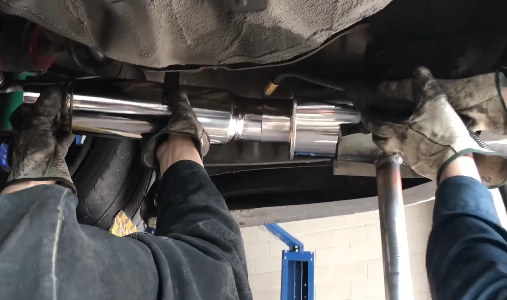 Rezonátor výfuku - na čo slúži a ako motoru prospieva?