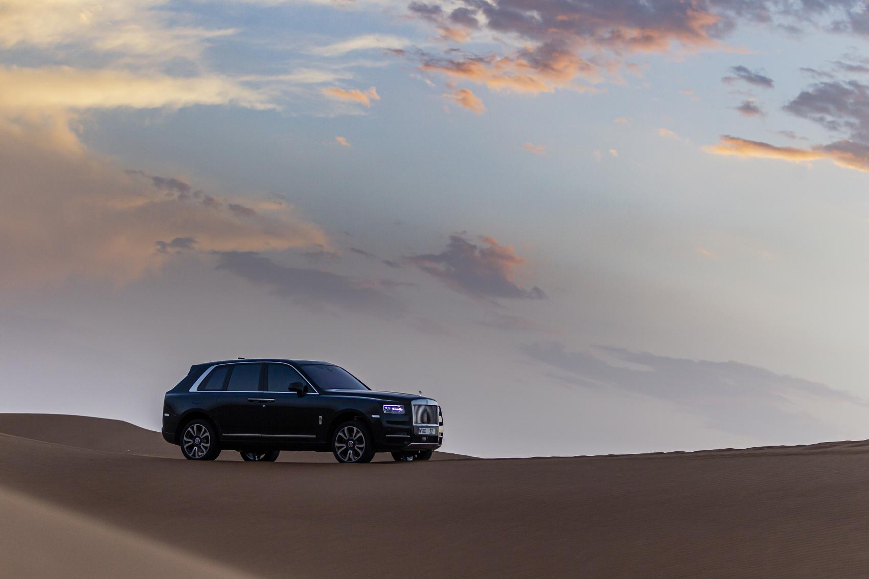 Rolls Royce Cullinan sa predviedol na púšti. Pozrite si foto aj video 9qZWgGdYBu rolls-royce-cullina