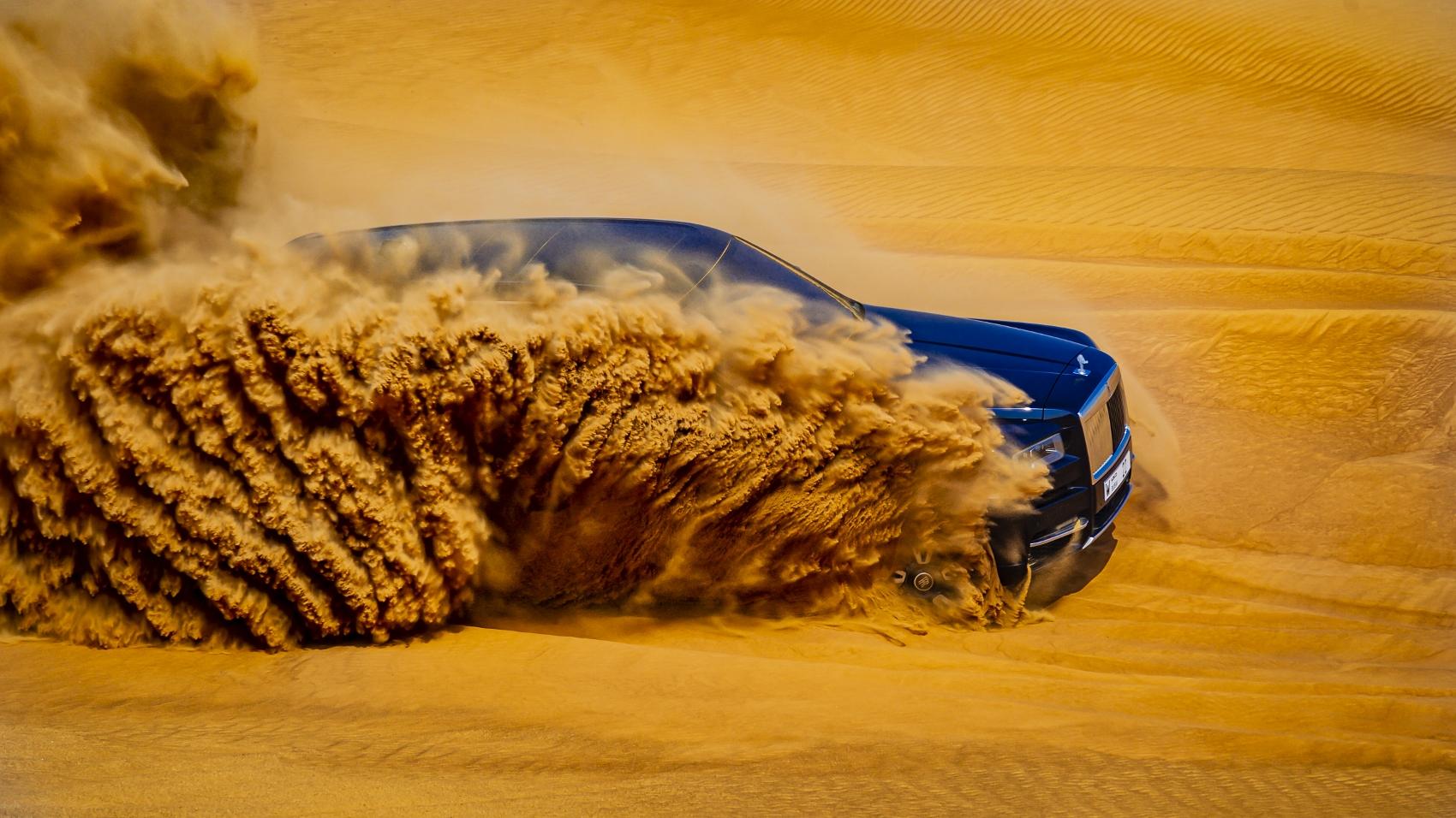 Rolls Royce Cullinan sa predviedol na púšti. Pozrite si foto aj video pTY2SLOBuK rolls-royce-cullina