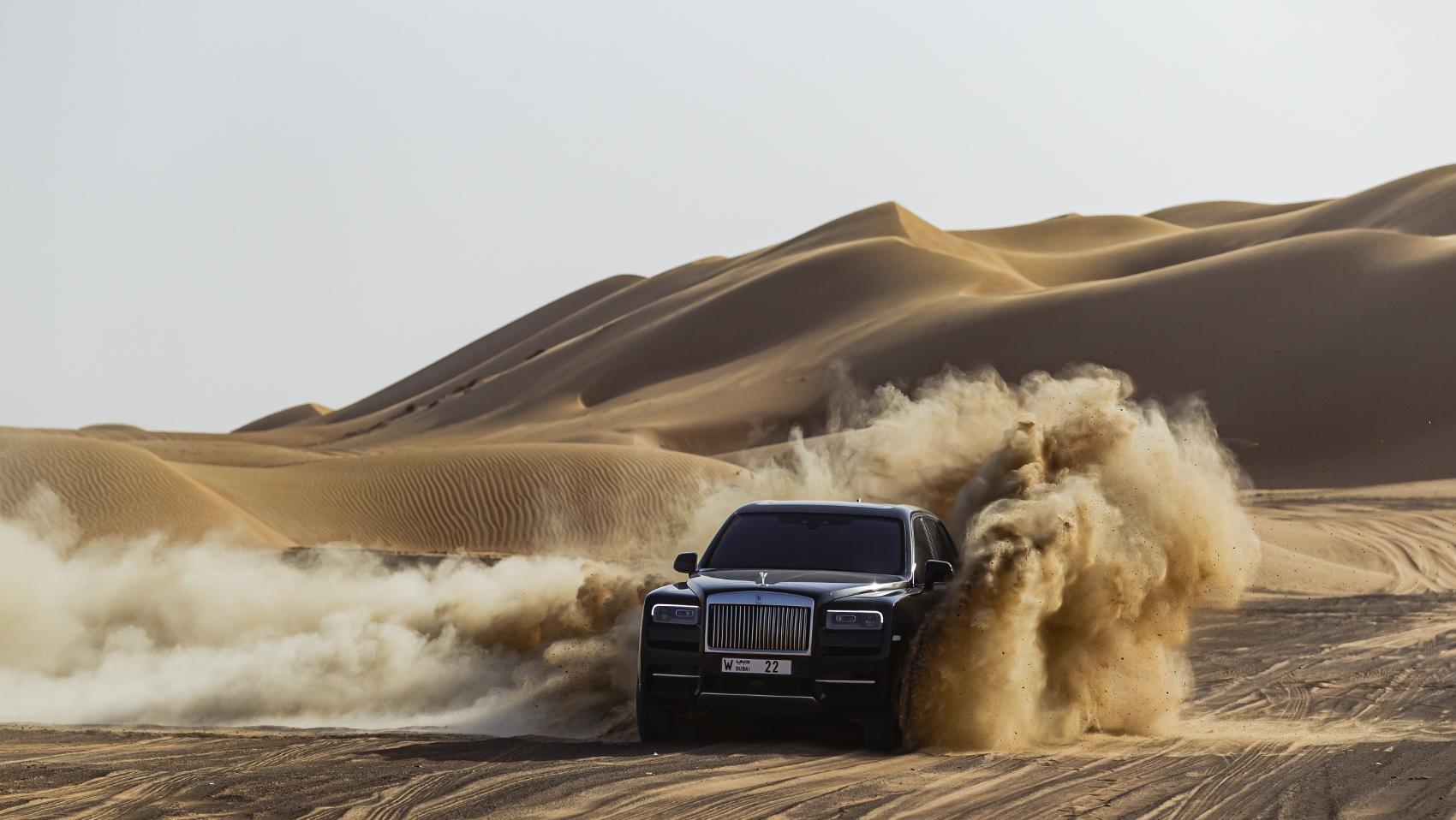 Rolls Royce Cullinan sa predviedol na púšti. Pozrite si foto aj video qOmpTmshcA rolls-royce-cullina