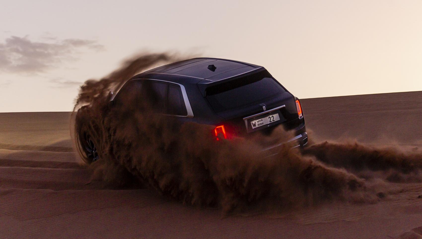 Rolls Royce Cullinan sa predviedol na púšti. Pozrite si foto aj video upx8P24HLd rolls-royce-cullina