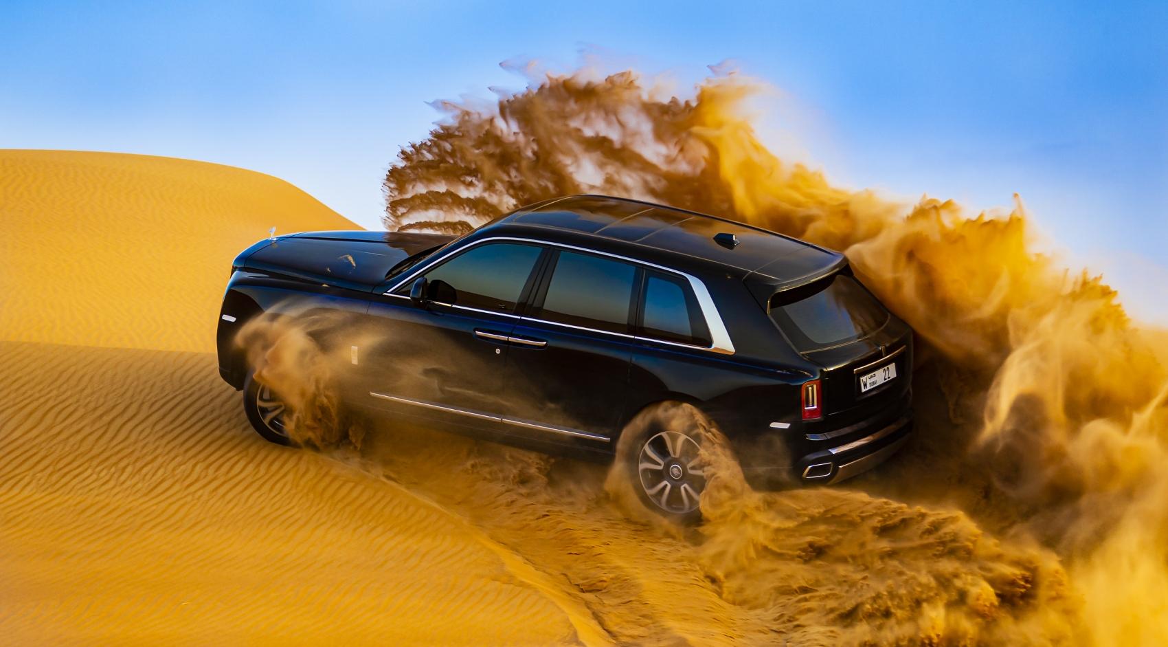 Rolls Royce Cullinan sa predviedol na púšti. Pozrite si foto aj video X9qv0GYKQq rolls-royce-cullina