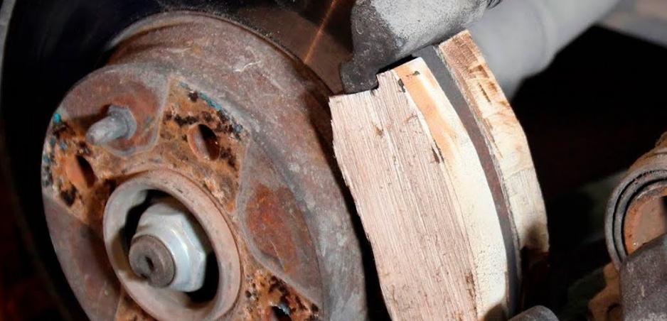 Rus otestoval drevené brzdové doštičky. Výsledok vás prekvapí