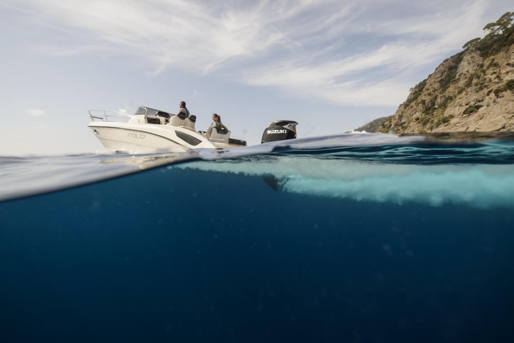 Suzuki vyvinulo motor pre člny, ktorý čistí oceány od mikroplastov