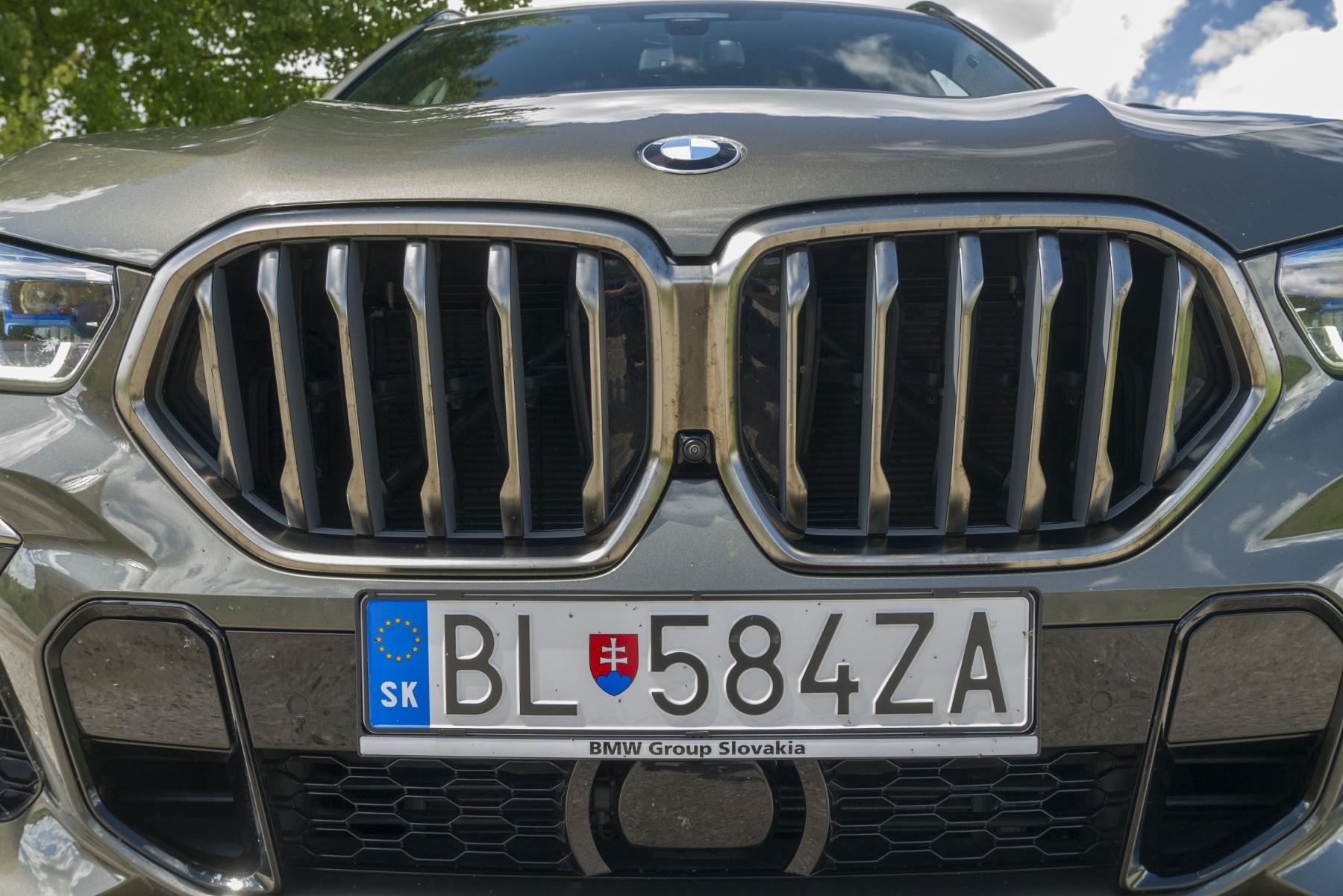 Test: BMW X6 M50i napína benzínové svaly, ale neukazuje plnú silu 0lJYT0o3v5 bmw-x6-m50i-5