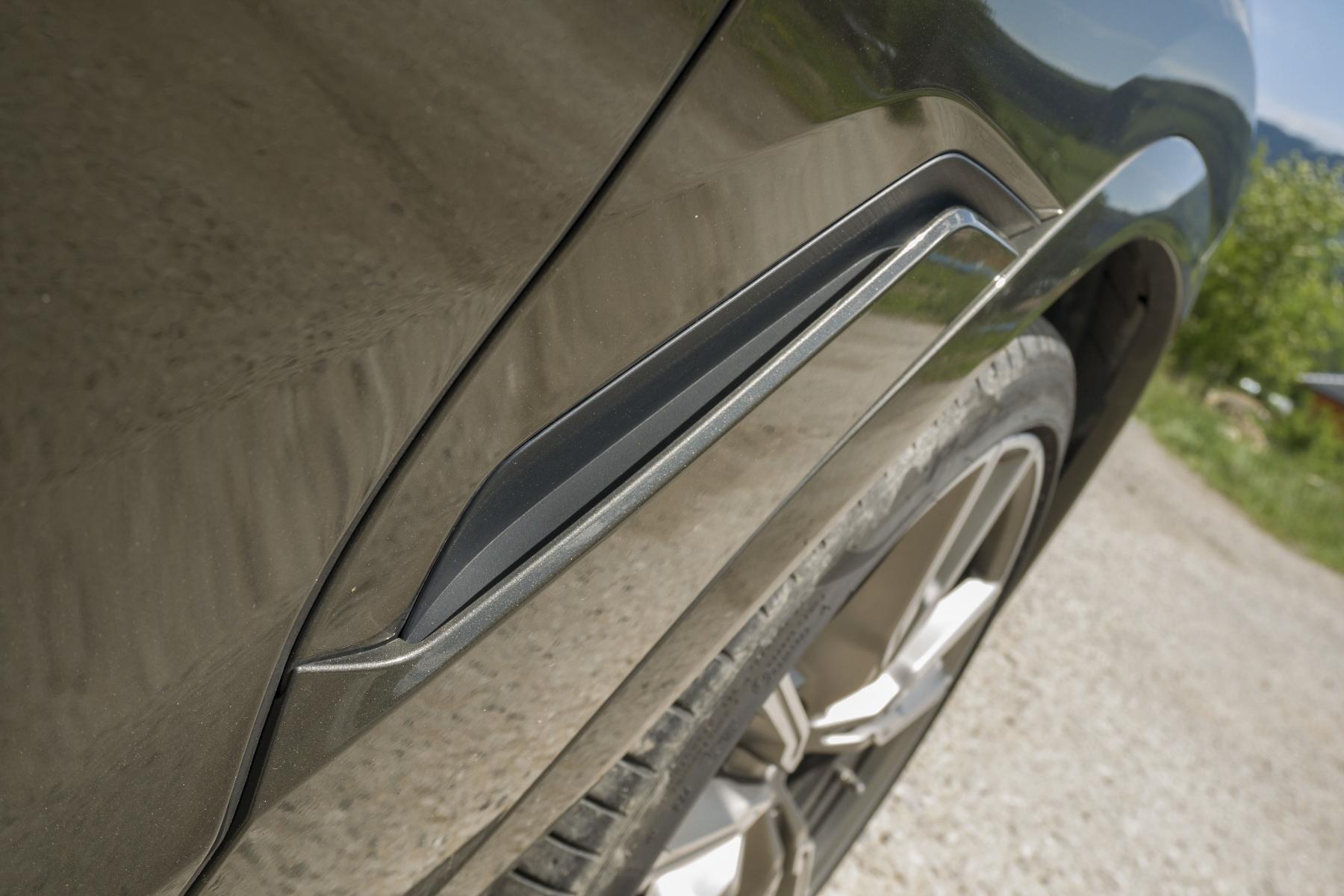 Test: BMW X6 M50i napína benzínové svaly, ale neukazuje plnú silu 1VdvQk2nnX bmw-x6-m50i-10
