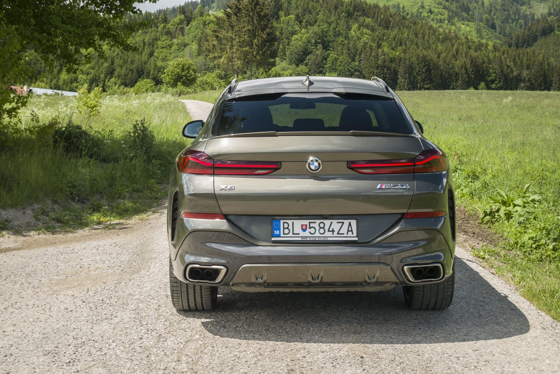 Test: BMW X6 M50i napína benzínové svaly, ale neukazuje plnú silu 4aAR8AQpKo bmw-x6-m50i-15