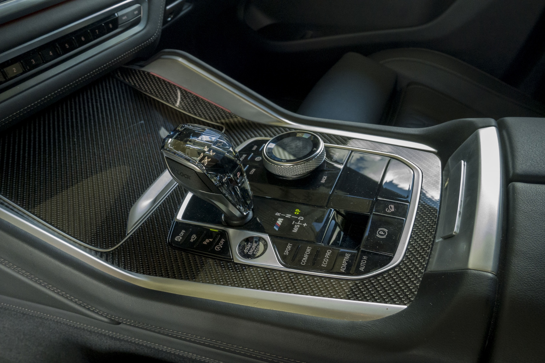 Test: BMW X6 M50i napína benzínové svaly, ale neukazuje plnú silu D9qoHoy3QM bmw-x6-m50i-37