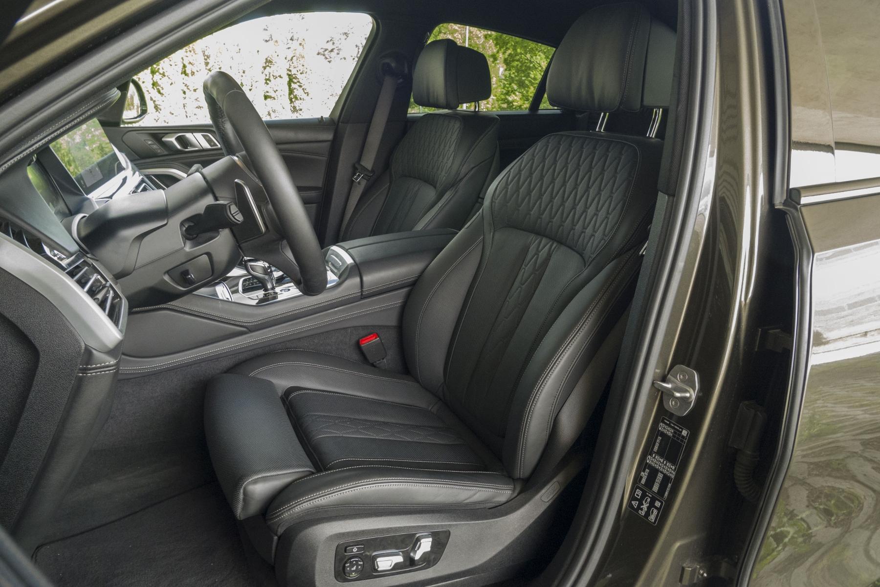 Test: BMW X6 M50i napína benzínové svaly, ale neukazuje plnú silu e2WmCluRel bmw-x6-m50i-38