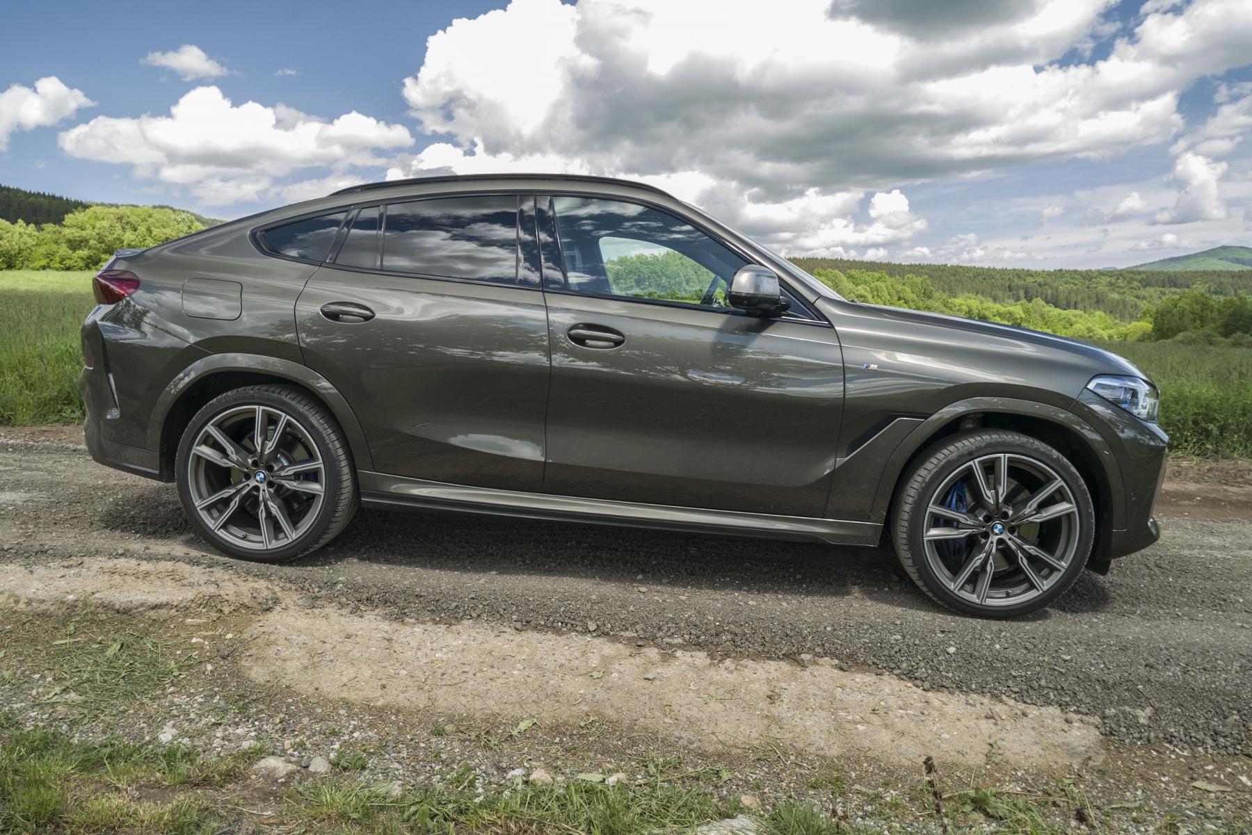 Test: BMW X6 M50i napína benzínové svaly, ale neukazuje plnú silu mFbuKjZfr0 bmw-x6-m50i-30