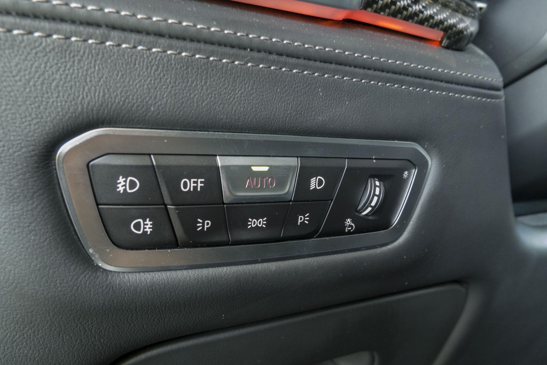 Test: BMW X6 M50i napína benzínové svaly, ale neukazuje plnú silu NI8Cdqv5ZI bmw-x6-m50i-39