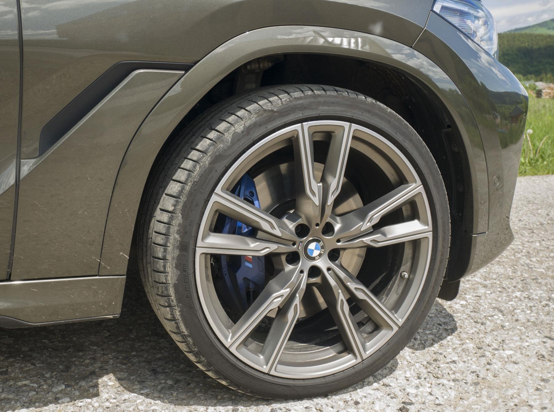 Test: BMW X6 M50i napína benzínové svaly, ale neukazuje plnú silu PCbtgI6Y1p bmw-x6-m50i-11
