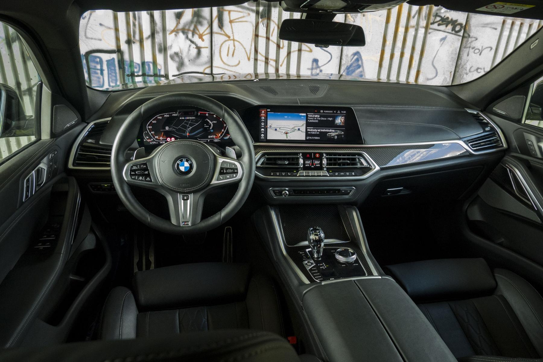Test: BMW X6 M50i napína benzínové svaly, ale neukazuje plnú silu ROUKwTZifq bmw-x6-m50i-33