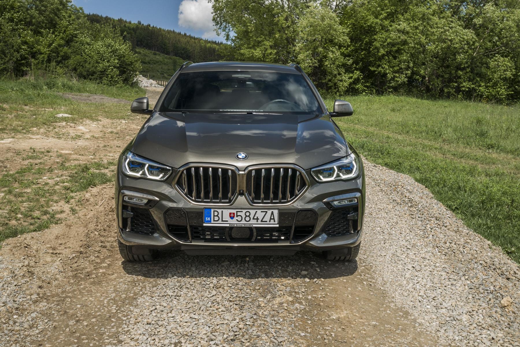 Test: BMW X6 M50i napína benzínové svaly, ale neukazuje plnú silu VyXKryRaTh bmw-x6-m50i-26