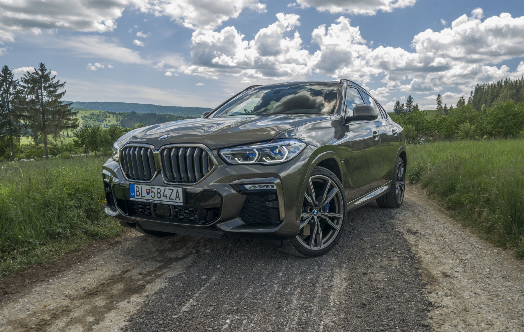 Test: BMW X6 M50i napína benzínové svaly, ale neukazuje plnú silu y11dcvdD6D bmw-x6-m50i-21