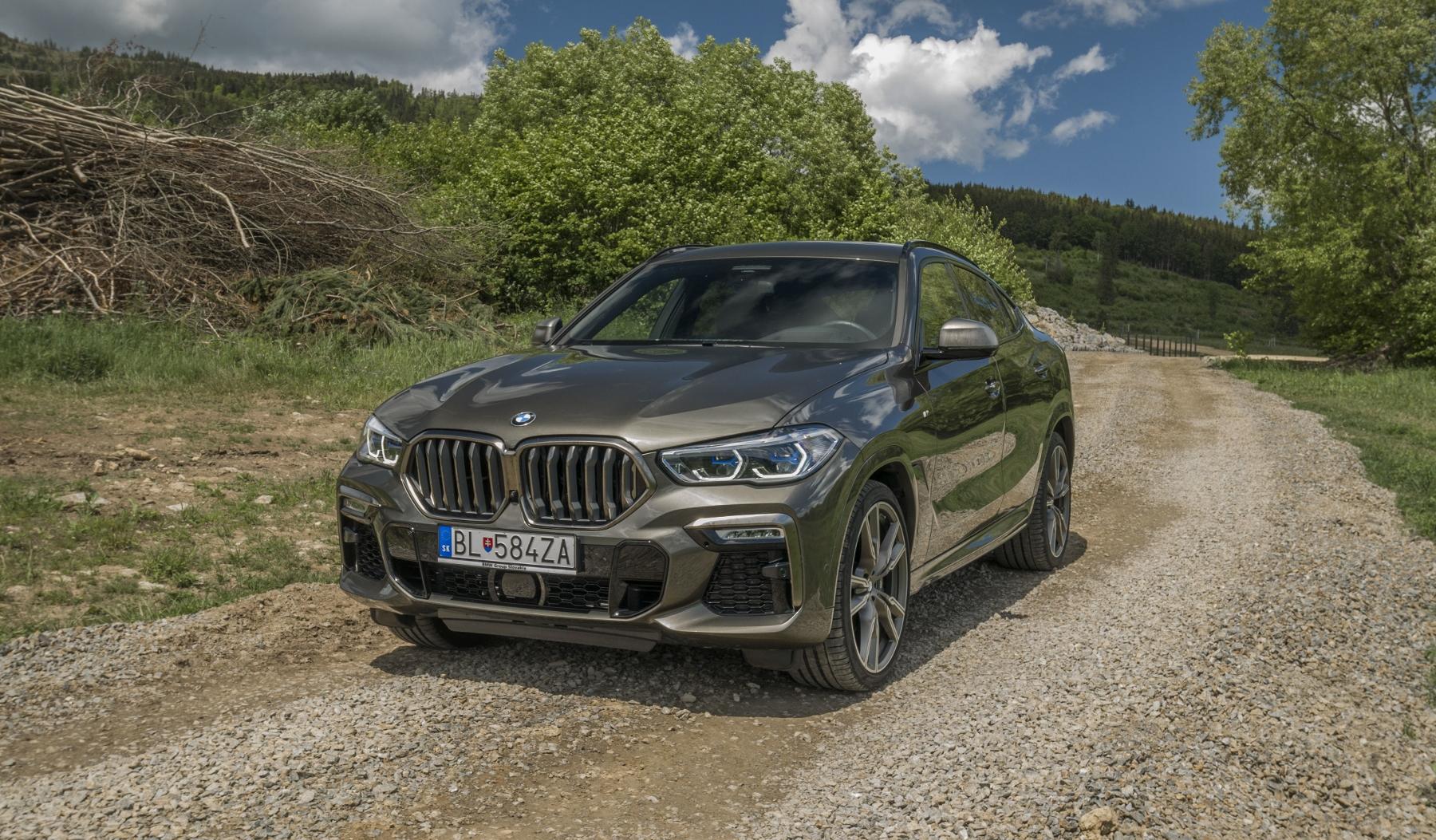 Test: BMW X6 M50i napína benzínové svaly, ale neukazuje plnú silu yLnwGW6tv1 bmw-x6-m50i-27