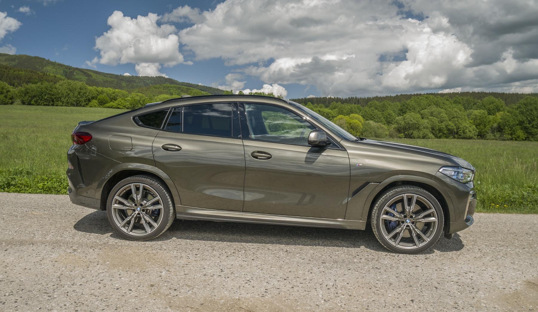 Test: BMW X6 M50i napína benzínové svaly, ale neukazuje plnú silu ZhCCDghrpU bmw-x6-m50i-7