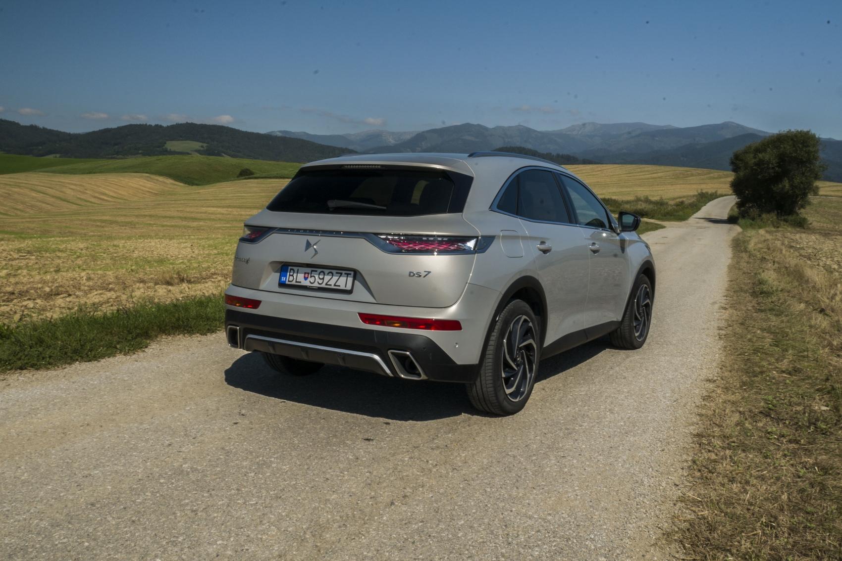 Test: DS 7 Crossback E-Tense kombinuje výborný pohon a luxusnú výbavu 2zFbc8zGO3 ds-7-crossback-1