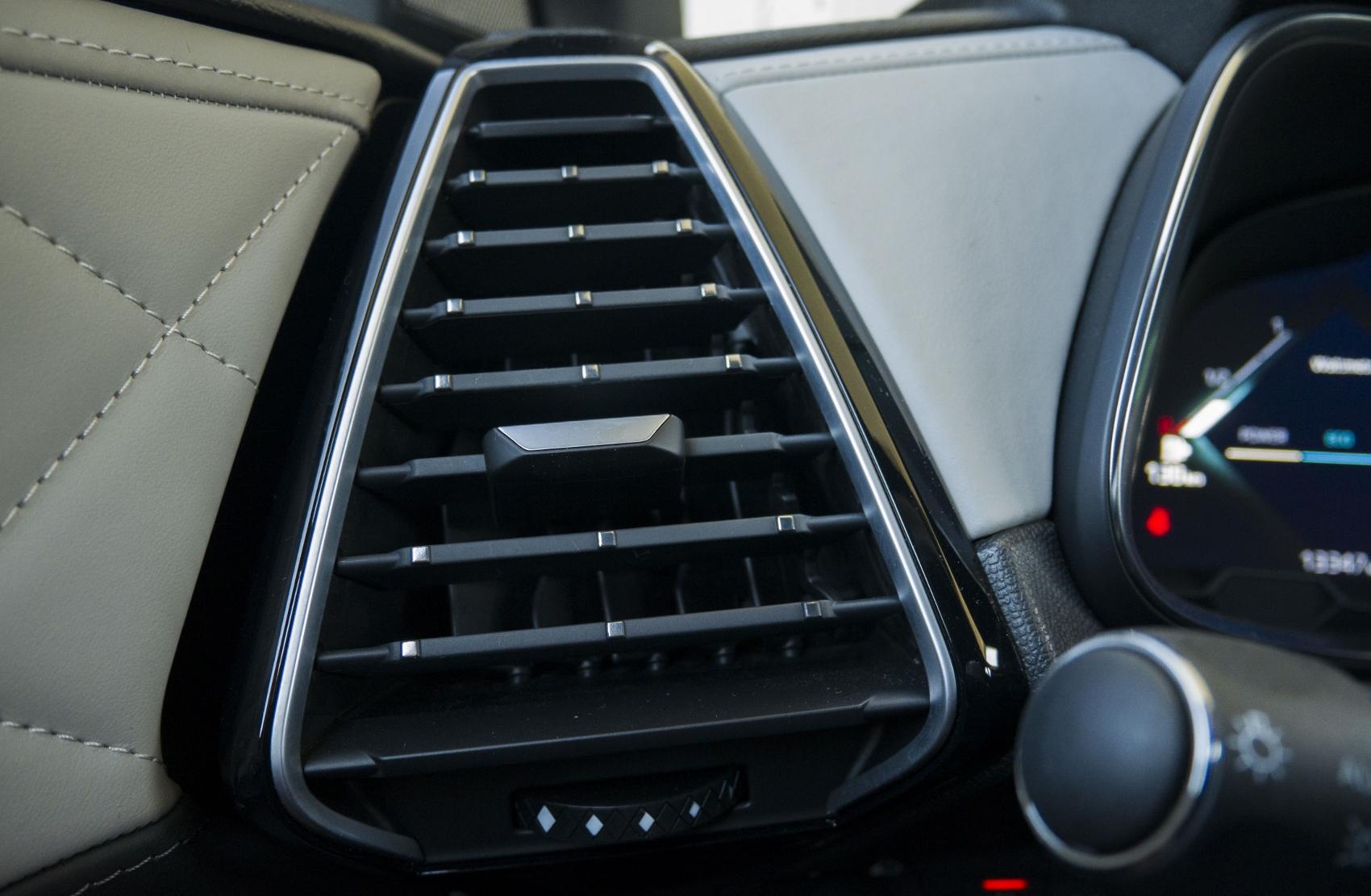 Test: DS 7 Crossback E-Tense kombinuje výborný pohon a luxusnú výbavu 38myXce5Dh ds-7-crossback-28