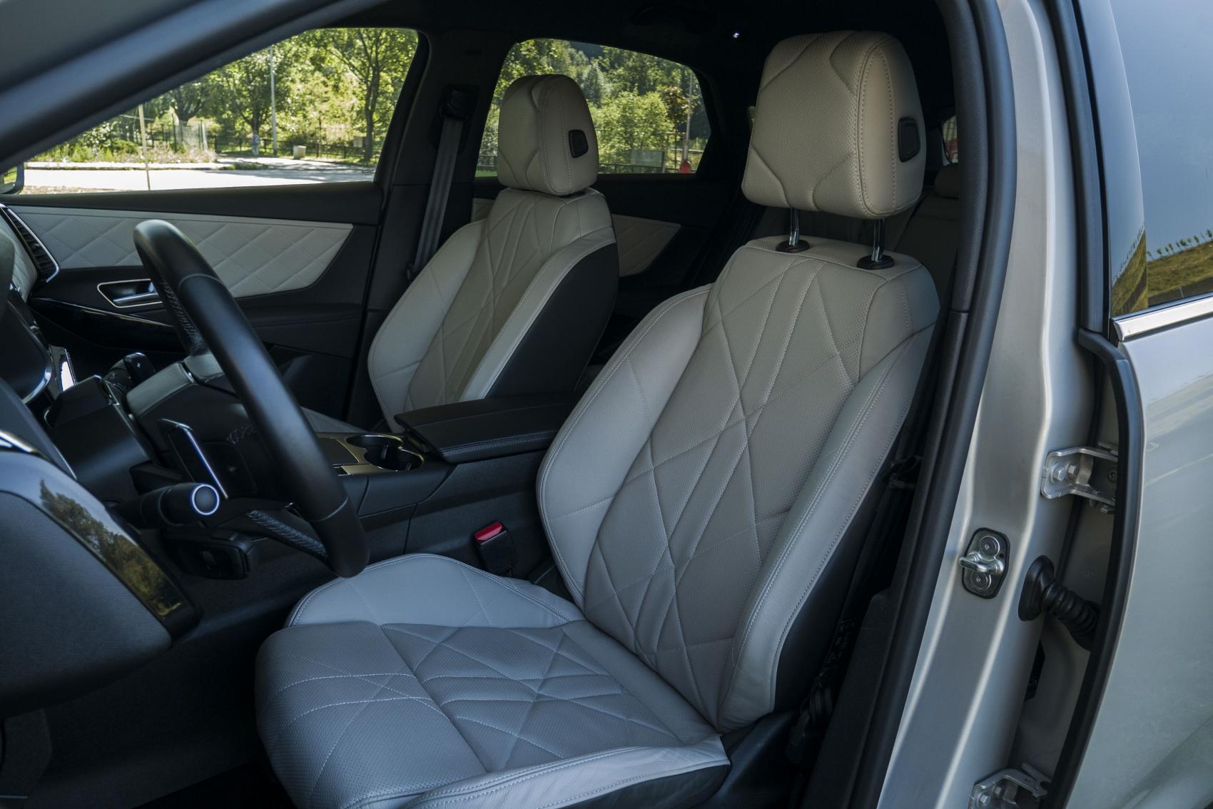 Test: DS 7 Crossback E-Tense kombinuje výborný pohon a luxusnú výbavu 5KRGOVr7Ge ds-7-crossback-30
