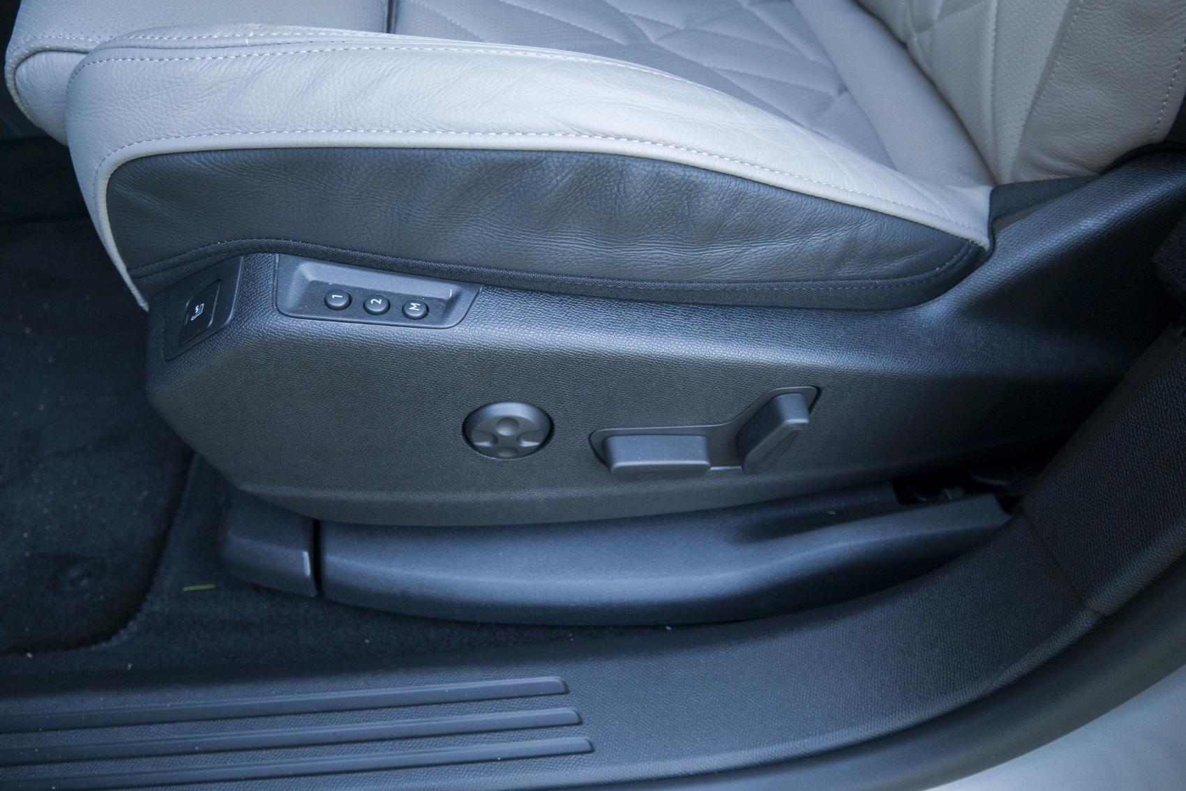 Test: DS 7 Crossback E-Tense kombinuje výborný pohon a luxusnú výbavu dFxEFe5PG8 ds-7-crossback-34