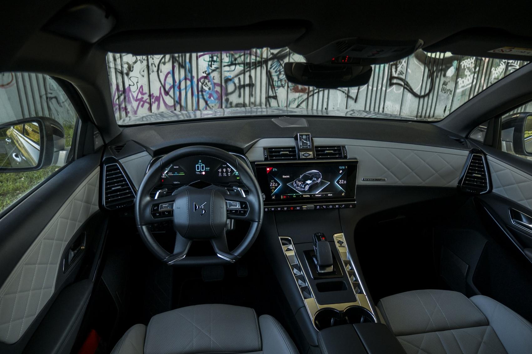 Test: DS 7 Crossback E-Tense kombinuje výborný pohon a luxusnú výbavu I148qMIvmv ds-7-crossback-21