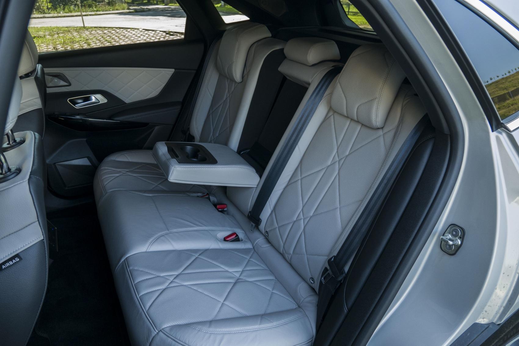 Test: DS 7 Crossback E-Tense kombinuje výborný pohon a luxusnú výbavu oxeoTH4XYN ds-7-crossback-32