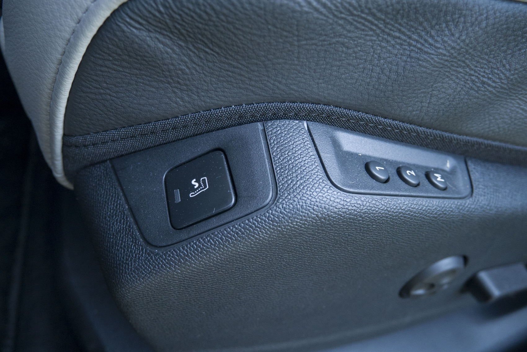 Test: DS 7 Crossback E-Tense kombinuje výborný pohon a luxusnú výbavu uP4d2671QK ds-7-crossback-33