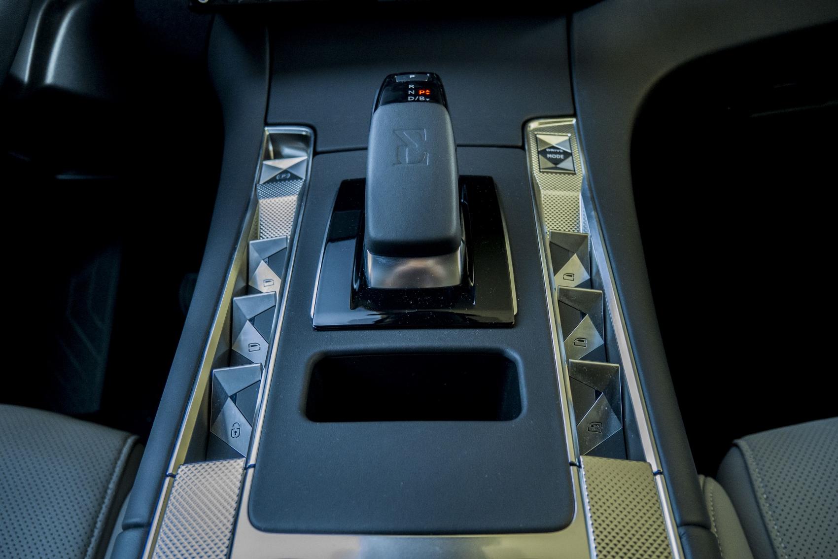 Test: DS 7 Crossback E-Tense kombinuje výborný pohon a luxusnú výbavu XFoKkTSrvP ds-7-crossback-22