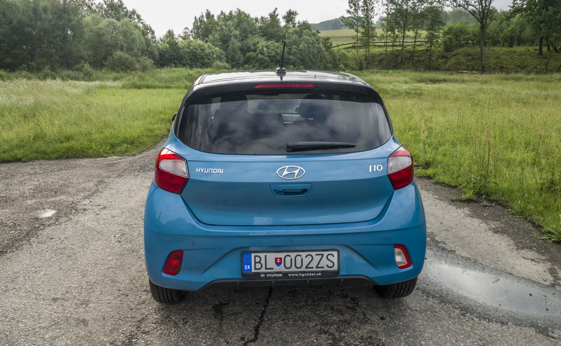 Test: Hyundai i10 je zameraný do mesta. Zo škatuľky vytŕča podvozkom i7fuBUgNEk hyundai-i10-11