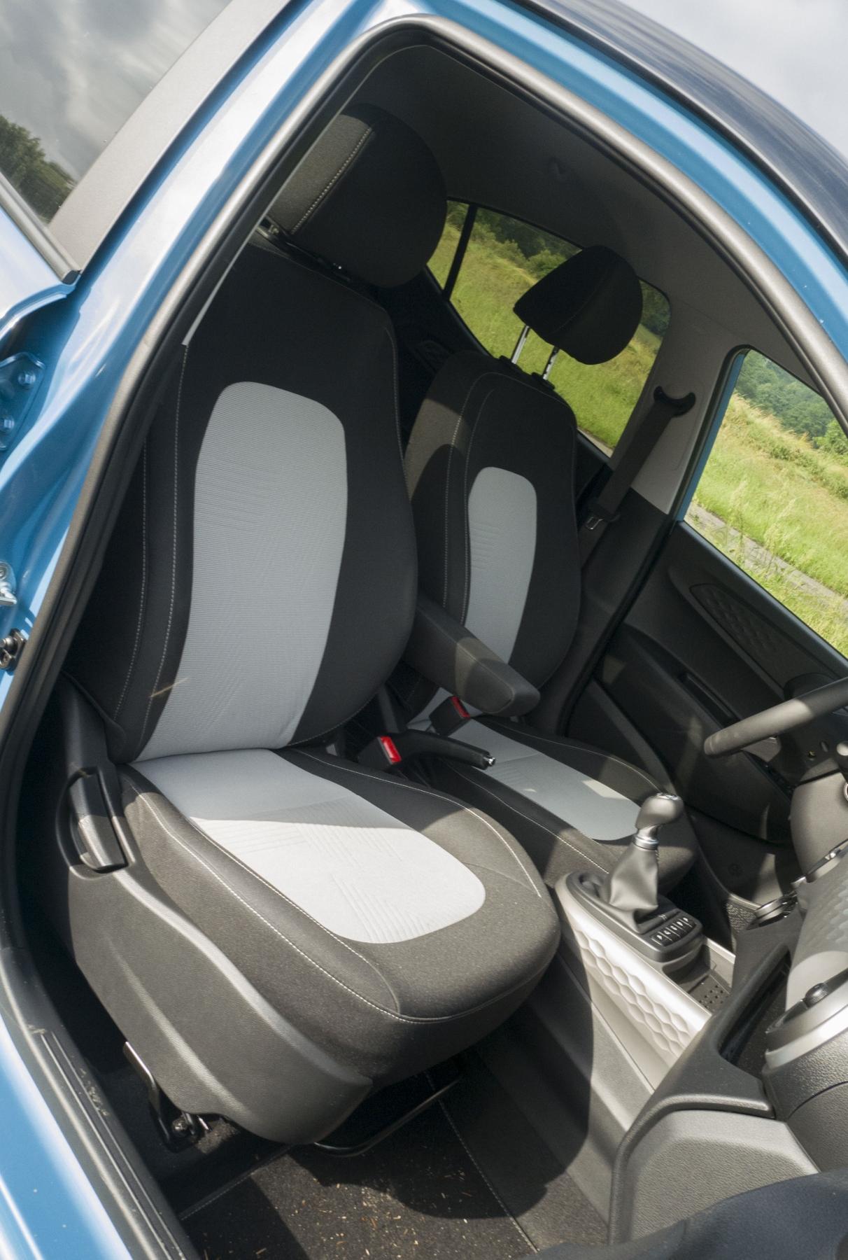 Test: Hyundai i10 je zameraný do mesta. Zo škatuľky vytŕča podvozkom pd4Sm1omxx hyundai-i10-22