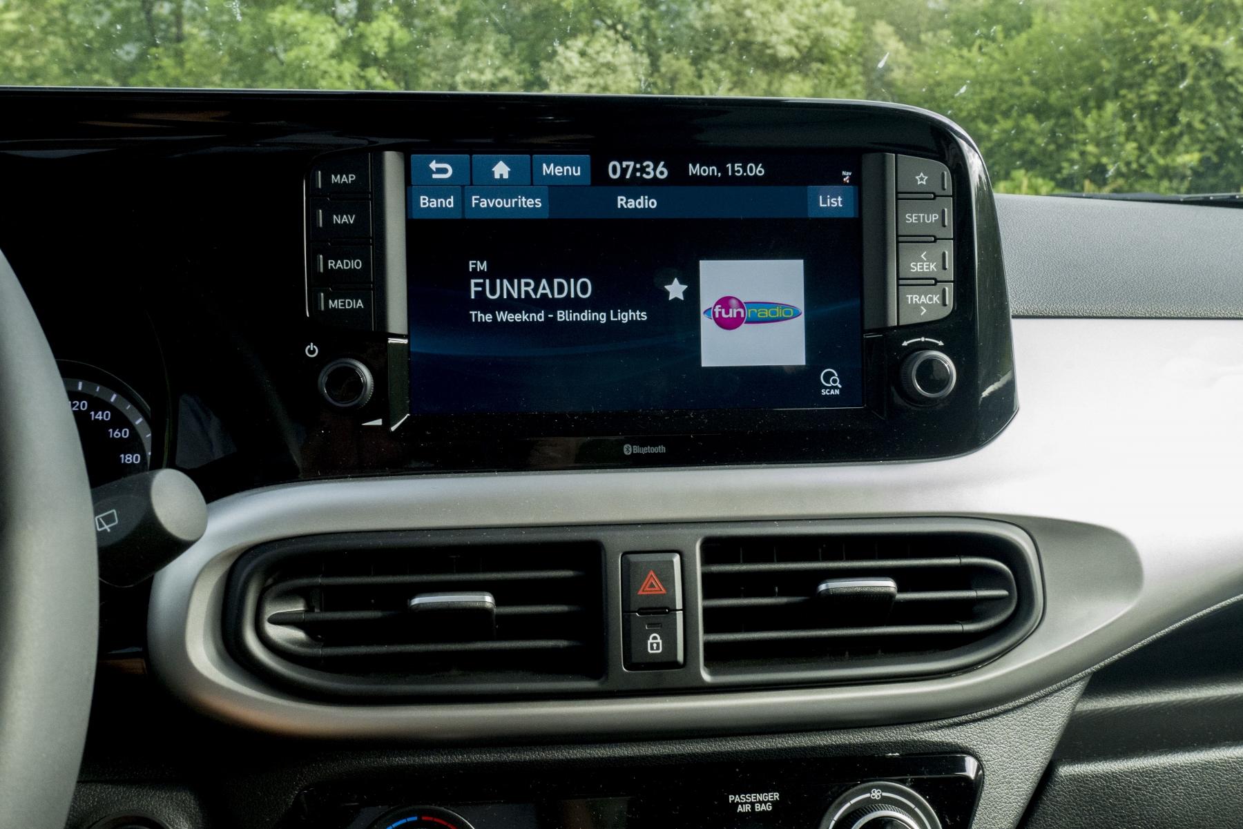 Test: Hyundai i10 je zameraný do mesta. Zo škatuľky vytŕča podvozkom xo1q0ud4Z9 hyundai-i10-16